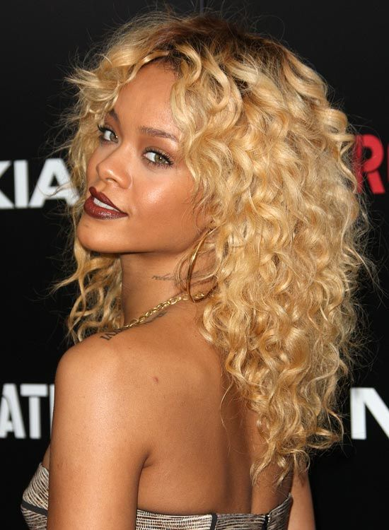 Tight-et-texturés couches-Curls-avec-Dark-Roots