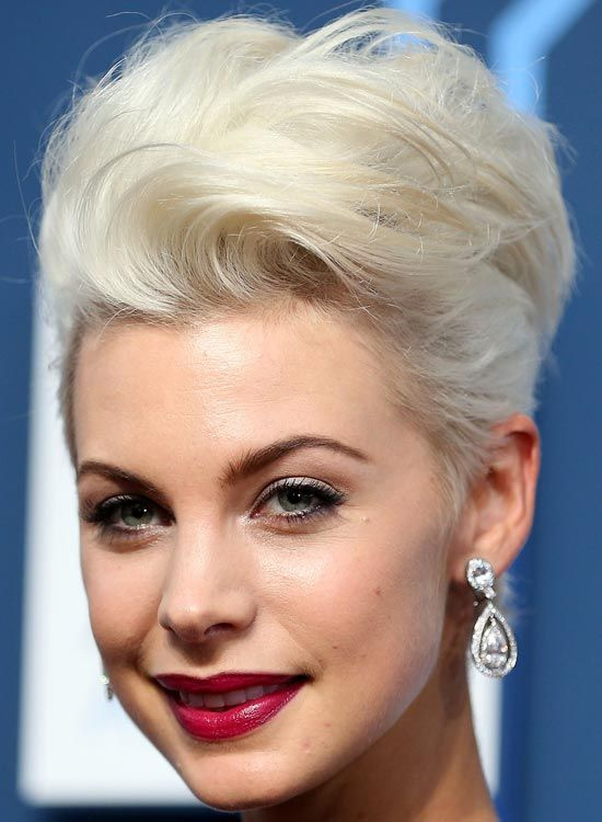 Fluffy-Platinum-Blonde-Bob-avec-Waves