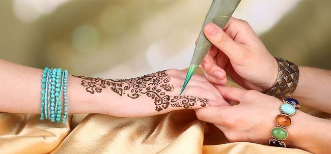 Comment faire mehendi à la maison Photo